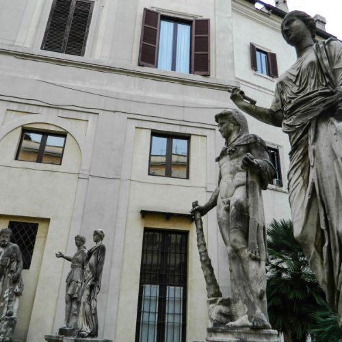 2020-le-sedi-palazzo-borghese-esposizione-triennale-arti-visive-roma-foto-02
