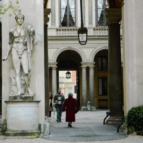 2020-le-sedi-palazzo-borghese-esposizione-triennale-arti-visive-roma-foto-03